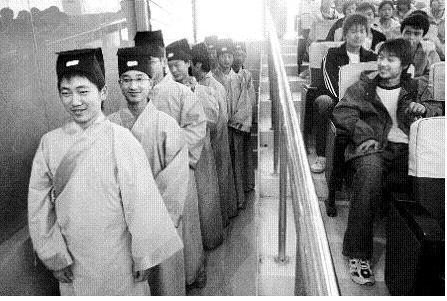 看看几个学生的表情兼论礼仪的修习(图文) - 刘长峰 - 刘长峰