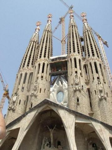 面向西方的复活立面是由建筑师史巴奇斯接手