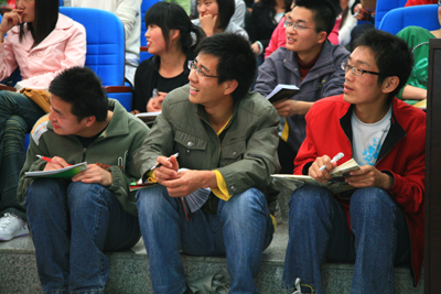 """新东方2010""""梦想之旅"""":成长教育似春雨润物无声"""