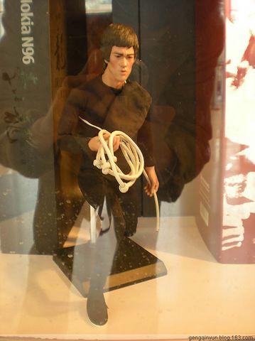 猛龙68岁诞辰纪念展 - 玻璃瓶的鱼儿 - 玩具大掌柜