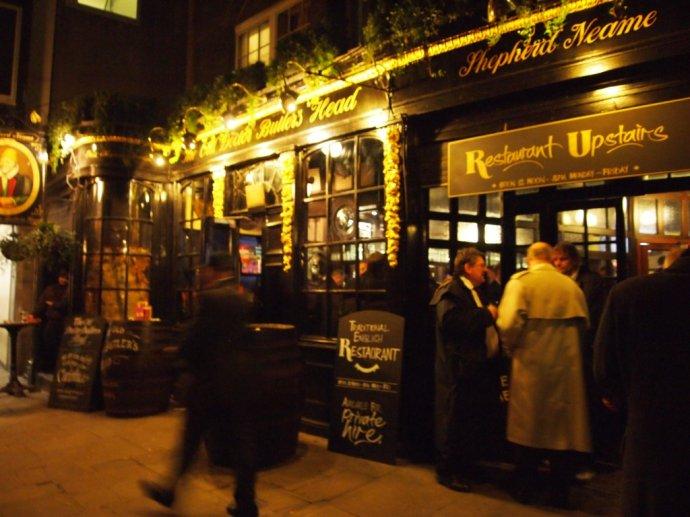 在伦敦 Pub Crawl - 和研礼仪文化 - 卢浩研--美食美酒无国界