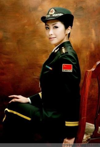 军人相册----漂亮妩媚的陆军女上尉 - 披着军装的野狼 - 披着军装的野狼