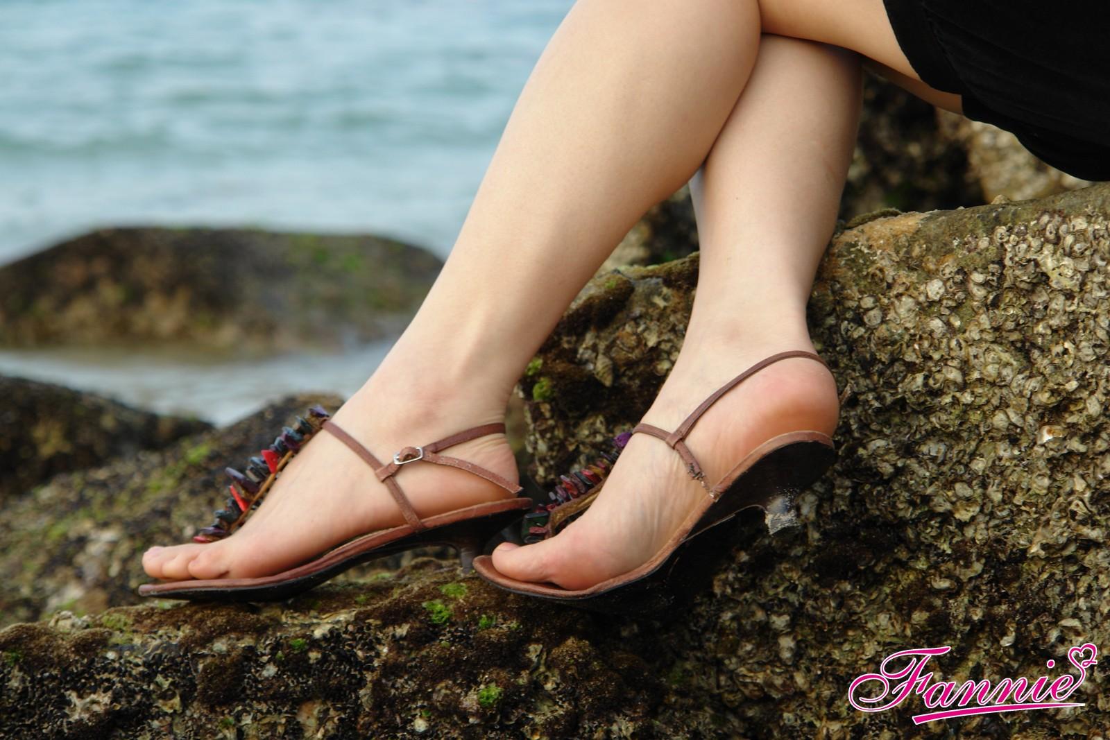 == 凭水临风为爱舞 == - 喜欢光脚丫的夏天 - 喜欢光脚丫的夏天