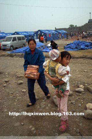 (原创)让人牵挂的帐篷儿童(图) - 羊群 - 一群团结友爱的羊