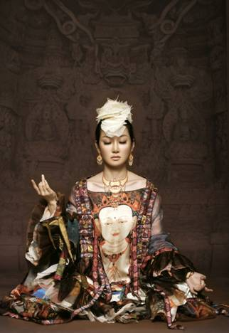 在线试听:萨顶顶--《神香》中藏文版