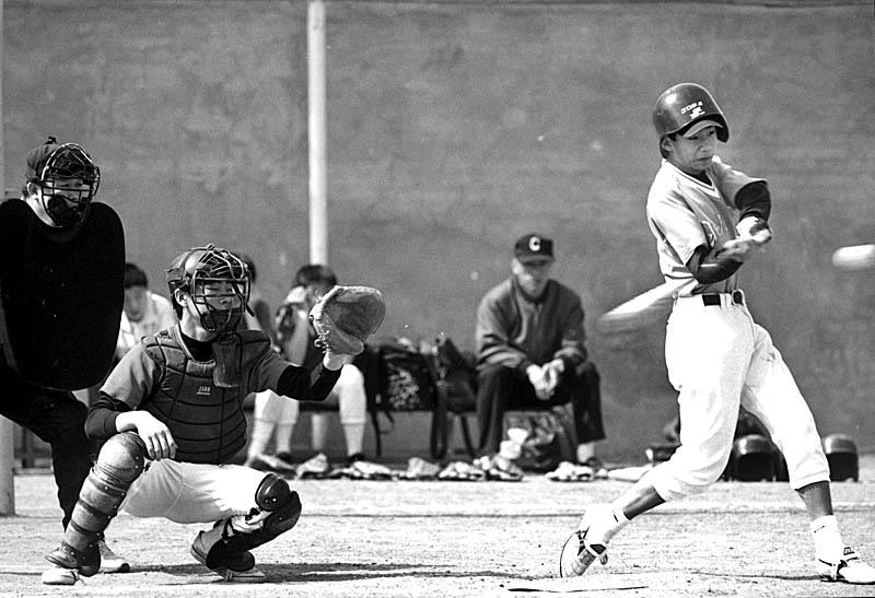 相机:nikon f5   日期:19980426   拍摄棒球的站位一般只能