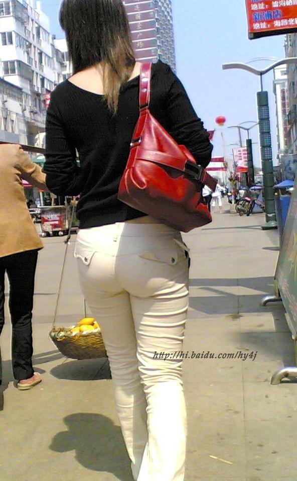 黑衣白裤紧臀