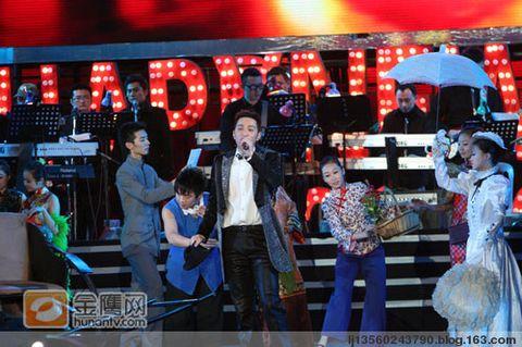 (原创)史上最牛的山寨版跨年演唱会 - 现代阿Q - 2009己丑年!红牛+黄牛=猛牛!中国牛