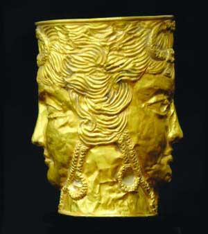 家藏废铜60年方知是宝祖传金杯值50万镑(图)