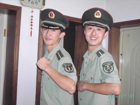 军人相册----哥俩好 - 披着军装的野狼 - 披着军装的野狼