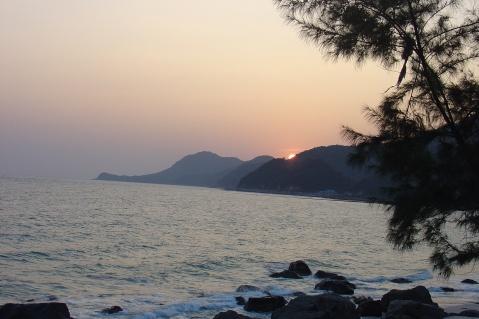 太阳亲吻着沧海    沧海拥抱着太阳 - 海凝月 - 海凝月