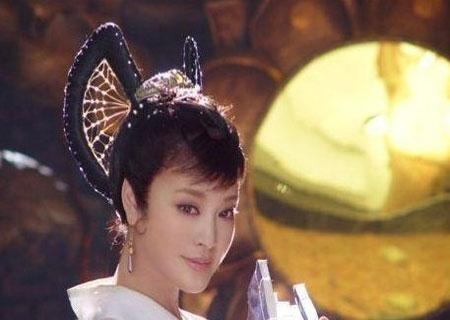 60岁刘晓庆不惧非议再扮20岁柴郡主剧照曝光