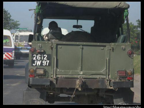 的.   这个q7牛气得很,大概是国防部的.和中国一样,此类车辆有高清图片