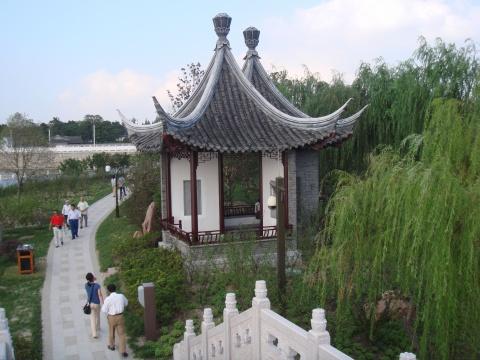 江苏    泰州市       凤城河风景区 - 海阔山遥 - .