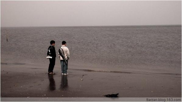 [原]深圳·两个孩子的海滨下午 - Tarzan - 走过大地
