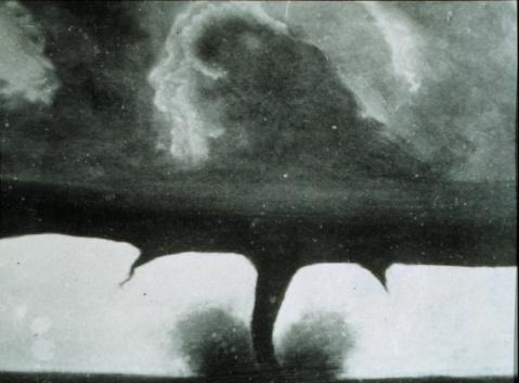 [Digg]最老的龙卷风照片 - 李二嫂的猪 - 翱翔的板儿砖