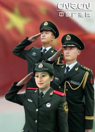 着07式礼服的尉官(上)、校官(中)和着07式春秋常服的女战士(下图片