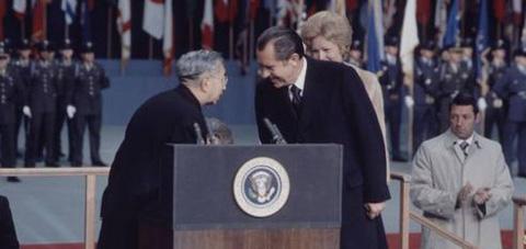 美国总统鞠躬的风波 - 思公 - 思公
