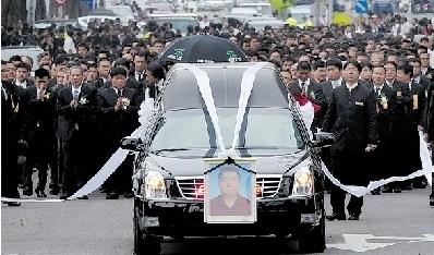 电子书黑道教父_台黑道教父出殡2万人致祭 马来西亚总统派特使