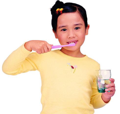 正确刷牙保护健康的11个常识 (图) - 先解风情后解衣 - 先解风情后解衣