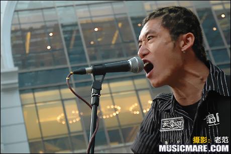 2007年7月22日 - 脑浊乐队 世贸天阶创意市集演出现场 - 老范 - 老范的博客