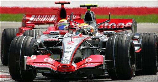 图文:[F1]澳大利亚站正赛 汉密尔顿的严密防守