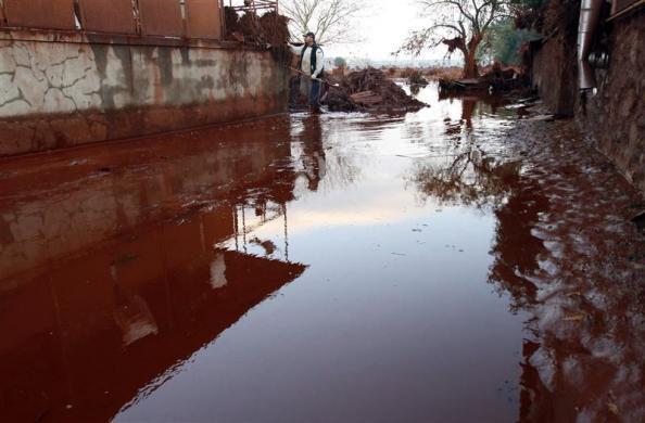 匈牙利铝厂废水泄漏,致命红色毒水淹村庄(组图) - 刻薄嘴 - 刻薄嘴的网易博客:看世界