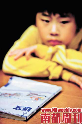"""Ian是上海中心学校(小学部)的""""高材生"""",不久前还在全国小学生辩论赛上获奖。才十一岁的他,对学了五年的课本的感觉是""""被洗脑了""""。"""