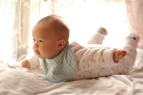 宝宝四个半月的照片 - 雷雨 - 雷雨的博客