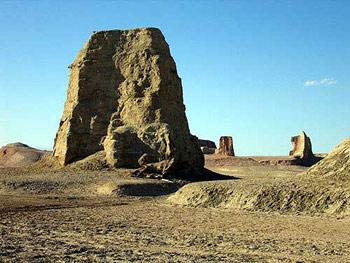 """中国沙漠中的""""魔鬼城"""""""