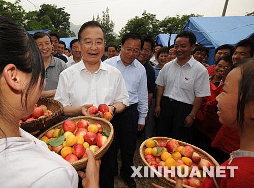 温家宝在陕西、甘肃检查抗震救灾工作