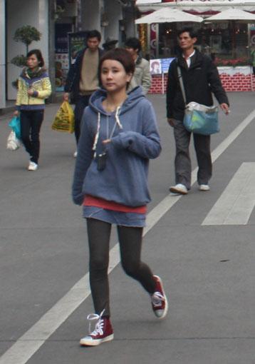 厦门街拍:和尚也是潮人。 - 徐铁人 - 徐铁人的博客