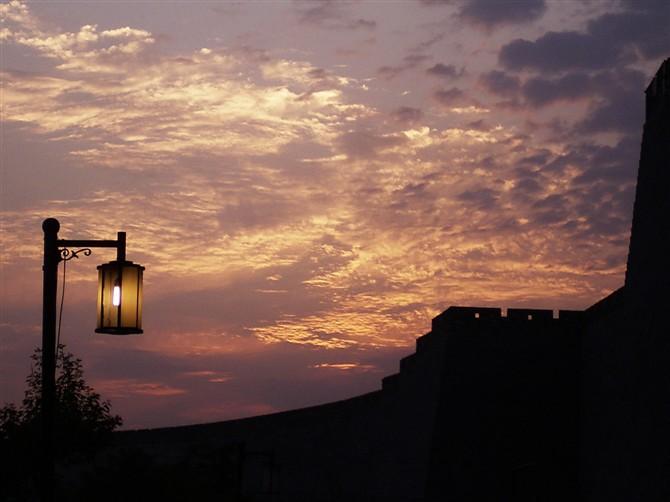 与太阳赛跑---今天的夕阳 - 窗外 - lengyuefengzhu 的博客