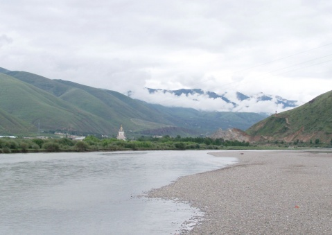 鲜水河滩寻奇石 - 右岸左人 - 烟雨行囊:右岸左人的部落客