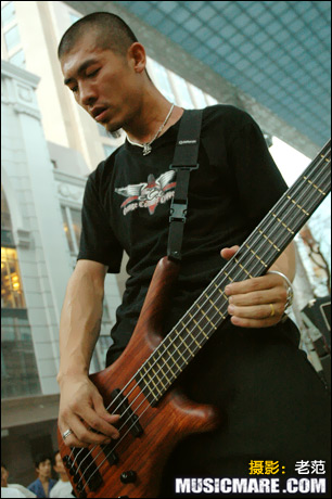 2007年7月22日 - 夜叉乐队 世贸天阶创意市集演出现场 - 老范 - 老范的博客