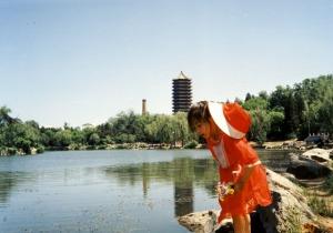 1990年北大未名湖畔