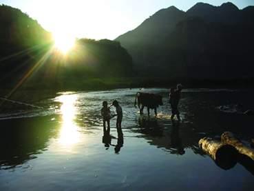 坝美,藏在古洞后得山村(《国家人文地理》7月号) - 国家人文地理 - 《国家人文地理》官方博客