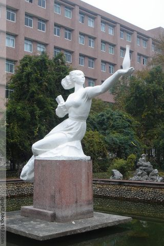 景德镇陶瓷学院的雕塑 - qsg42 - qsg42的博客