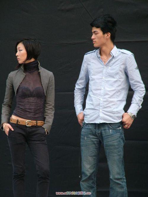 时尚光鲜的背后:曝光模特后台彩排的辛苦枯燥 - 104286596 - 左岸男模坊
