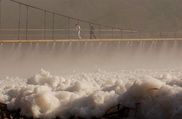 巴西提亚特河上的疯狂毒沫,触目惊心(组图) - 刻薄嘴 - 刻薄嘴的网易博客:看世界
