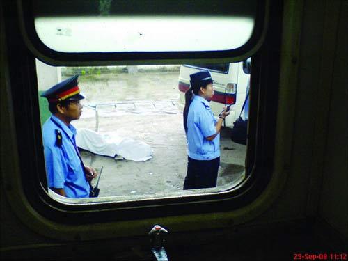 民工列车上被绑死亡续:鉴定书称其被同伴捆绑