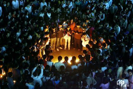 千里之外,我们用烛光为灾区同胞们祈福 - 我就是我 - 终于明白