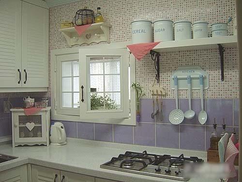 厨房整理得十分有条理,功能区域分布合理。