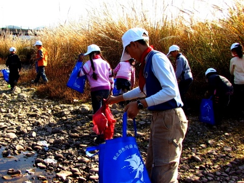 [原创]永嘉:邵园小学成立绿色环保志愿者分会为保洁楠溪江服务 - 人文教育 - 天下温州人---敢为天下先
