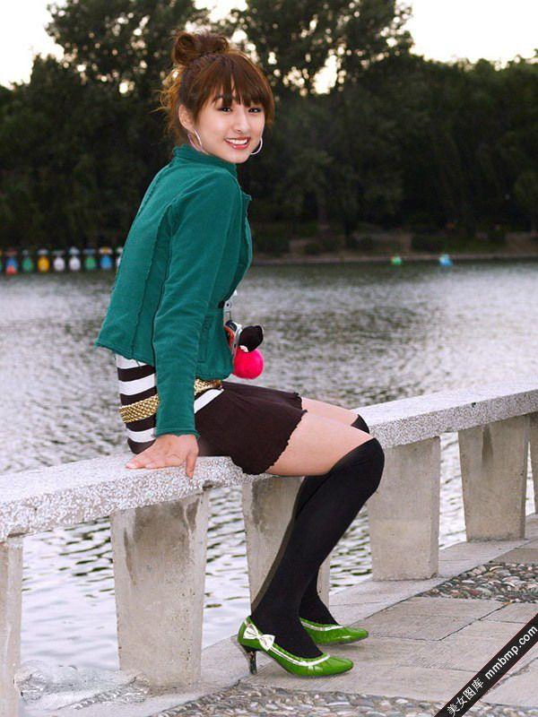一清纯小资美女在公园里疯狂的自拍 希望的日