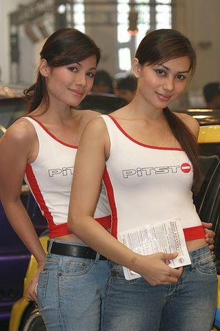 引用 看看印尼车展上的性感车模(组图) - 秋葉飛鴻 - 秋葉飛鴻
