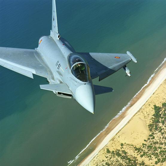 图文:西班牙空军台风战机巡航飞行