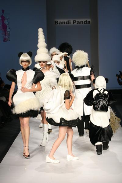 辱华熊猫时装秀将赴美国演出 - 赵半狄 - 熊猫艺术家赵半狄的博客