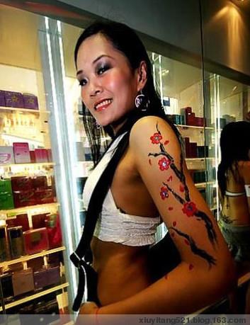 大秀纹身的美女们 - 北京绣艺堂纹身 - 北京绣艺堂纹身的博客