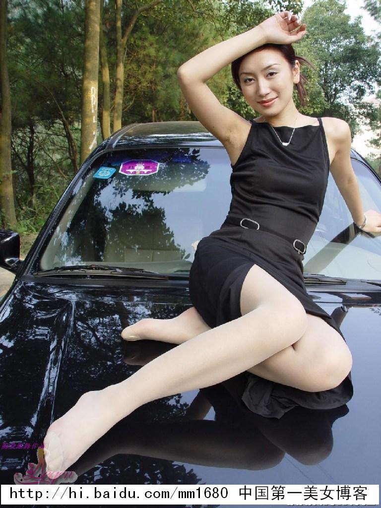 [8000张绝色美女生活照]-性感美女秘书与宝马座驾